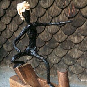 https://skulpturen-design.ch/wp-content/uploads/2021/06/Wooden-wave_150_gk-300x300.jpg