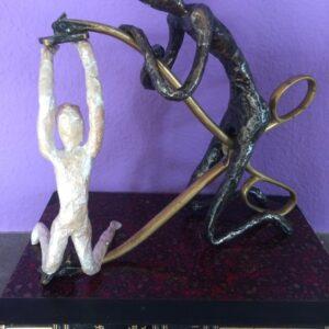 https://skulpturen-design.ch/wp-content/uploads/2021/06/under-pressure_250_k-300x300.jpg